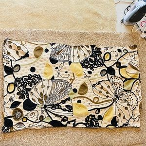ANTHROPOLOGIE 100% Wool Embroidered Accent Rug.